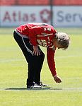 Nederland, Alkmaar, 26 juni 2012.Gertjan Verbeek, trainer-coach van AZ controleert het gras van het trainingsveld