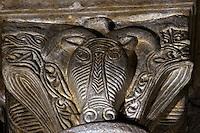 Europe/France/Midi-Pyrénées/12/Aveyron/Larzac/Nant: Eglise abbatiale Saint Pierre de Nant -  détail chapiteau Tête de Brebis Hommage au Roquefort