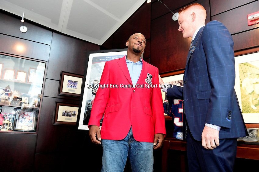 Friday, July 29, 2016: Former New England Patriots running back Kevin Faulk is helped with his Patriots Hall of Fame jacket  by Liam Regan of Regan Clothiers at The Hall at Patriot Place in Foxborough Massachusetts prior to his induction on Monday, August 1, 2016. Eric Canha/CSM