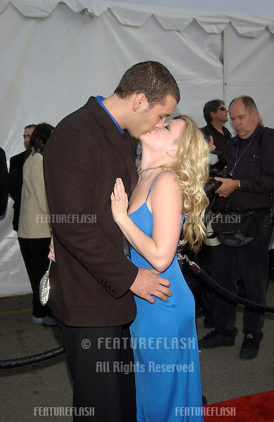 Actress MELISSA JOAN HART & fiancé MARK WILKERSON at the 30th Annual American Music Awards in Los Angeles..13JAN2003.  © Paul Smith / Featureflash