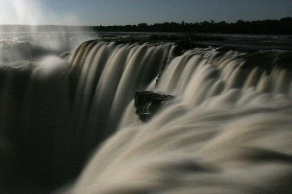 El río Amazonas, las cataratas de Iguazú y otros cinco lugares espectaculares, situados en Asia y África, son desde este viernes, 11 de noviembre de 2011,  las siete nuevas maravillas de la naturaleza por decisión de miles de personas de todo el mundo.