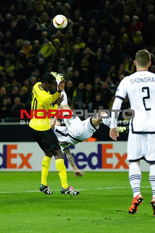 10.12.2015, Signal Iduna Park, Dortmund, GER, im Bild Adrian Ramos (Borusia Dortmund #20) im Zweikampf<br /> <br /> Foto &not;&copy; nordphoto / Rauch *** Local Caption ***