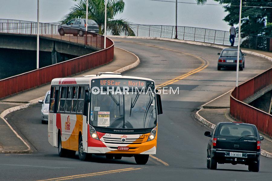 Transporte coletivo na cidade de São Carlos. São Paulo. 2008. Foto de Juca Martins.