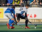UTRECHT -  Tanguy Cosyns (Adam) met Floris de Ridder (Kampong)   tijdens de hoofdklasse hockeywedstrijd mannen, Kampong-Amsterdam (4-3).  COPYRIGHT KOEN SUYK