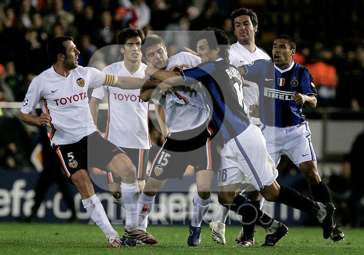 Valencia's Carlos Marchena fights with Inter de Milan's Nicolas Burdisso during Champions League match at Mestalla stadium in Madrid, Tuesday March 06, 2007. (ALTERPHOTOS/Alvaro Hernandez).