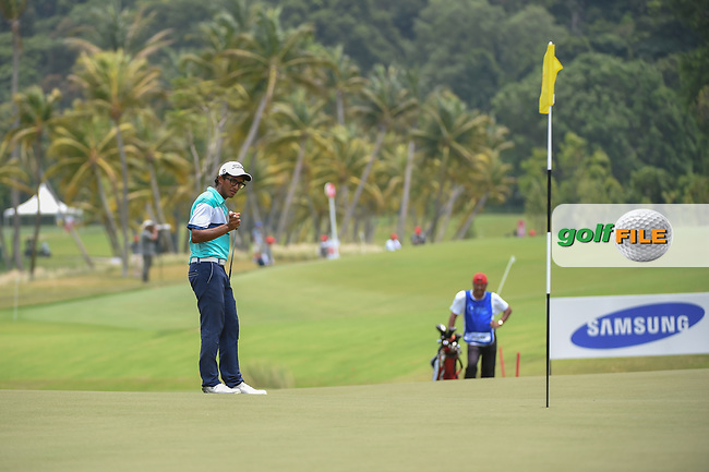 Kartik SHARMA (IND) looks over his chip shot on 16 during Rd 3 of the Asia-Pacific Amateur Championship, Sentosa Golf Club, Singapore. 10/6/2018.<br /> Picture: Golffile | Ken Murray<br /> <br /> <br /> All photo usage must carry mandatory copyright credit (© Golffile | Ken Murray)