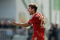 Fussball 1. Bundesliga :  Saison   2012/2013   1. Spieltag  25.08.2012 SpVgg Greuther Fuerth - FC Bayern Muenchen Jubel nach dem Tor zum 0:1 Thomas Mueller (FC Bayern Muenchen)