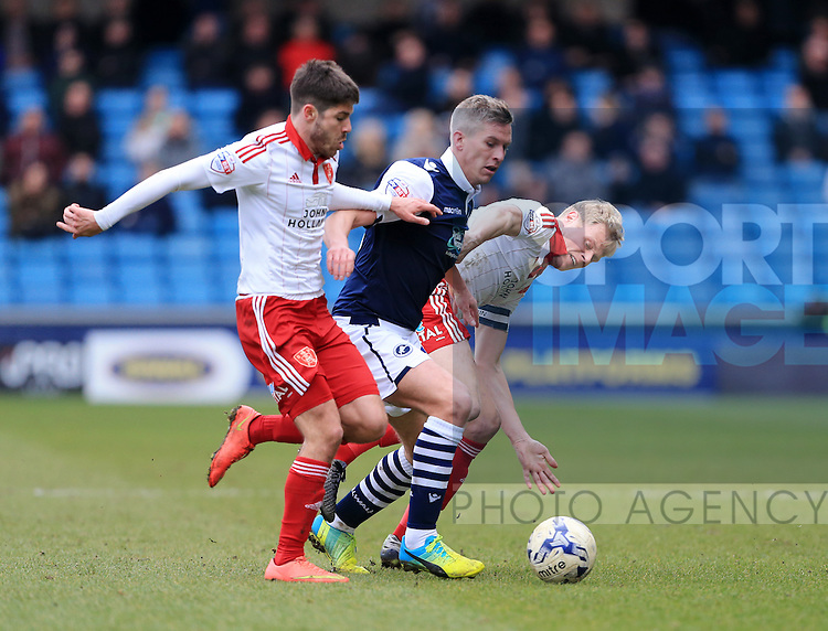 Millwall's Steve Morison tussles with Sheffield United's Ryan Flynn and Jay McEverley during the League One match at The Den.  Photo credit should read: David Klein/Sportimage