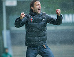AMSTELVEEN - vreugde bij coach Xanti Freixa (Adam) bij het doelpunt  tijdens de hoofdklasse competitiewedstrijd mannen, Amsterdam-HCKC (1-0).  COPYRIGHT KOEN SUYK