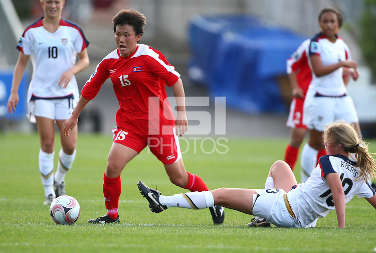 RI Un Ae (DPR) is challenged by Julia Roberts (USA). USA v Korea Republic. FIFA U-17 Women's World Cup Final. North Harbour Stadium, Auckland, Sunday 16 October 2008. Photo: Simon Watts/PHOTOSPORT