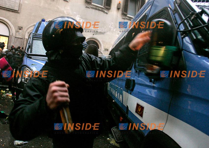Roma 30/11/2010 Manifestazione degli studenti contro il decreto Gelmini sulla scuola e l'universita'..Demostration of students against the  Gelmini law about school and university .Photo Zucchi Insidefoto