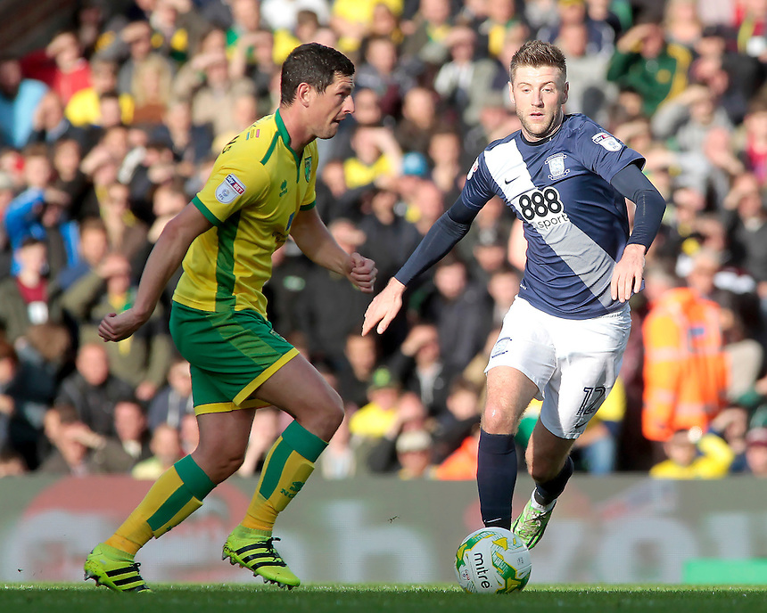 Norwich City's Graham Dorrans is chased down by Preston North End's Paul Gallagher<br /> <br /> Photographer David Shipman/CameraSport<br /> <br /> The EFL Sky Bet Championship - Norwich City v Preston North End - Saturday 22nd October 2016 - Carrow Road - Norwich<br /> <br /> World Copyright &copy; 2016 CameraSport. All rights reserved. 43 Linden Ave. Countesthorpe. Leicester. England. LE8 5PG - Tel: +44 (0) 116 277 4147 - admin@camerasport.com - www.camerasport.com