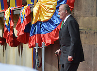 BOGOTÁ -COLOMBIA. 07-08-2014. Juan Carlos de Borbón, ex Rey de España arriva a la ceremonia en donde Juan Manuel Santos, presidente reelecto de Colombia, toma posesión para su nuevo período constitucional como presidente 2014 - 2018 en las afueras del Capitolio Nacional en la ciudad de Bogotá./ Juan Carlos de Borbon former King of Spain arrives to the ceremony where Juan Manuel Santos, reelected president of Colombia, takes office to his new constitutional term as president 2014 - 18 outseide of National Capitol in Bogota city. Photo: VizzorImage/ Gabriel Aponte / Staff