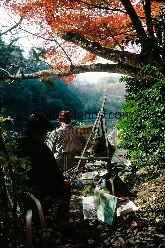Japan, Tokyo: autumn colours, painter