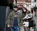EXCLUSIF - Eros Ramazzotti, sa compagne Marica Pellegrinelli et leur fille Raffaella Maria de passage &agrave; Bruxelles en Belgique, pour deux concerts.<br /> Le couple qui se mariera tr&egrave;s prochainement mais l'endroit du mariage reste &agrave; ce jour tenu secret.<br /> Sa compagne Marica Pellegrinelli qui d'apr&egrave;s le magazine italien &quot; OGGI &quot; aurait annonc&eacute; qu'elle serait enceinte de quelques semaines.<br /> Le couple s'est promen&eacute; avec leur fille dans les rues de Bruxelles en toute s&eacute;r&eacute;nit&eacute;, cependant Eros n'a pas quitt&eacute; sa balle anti-stress, mais toute-fois, ceci ne l'a pas emp&ecirc;ch&eacute; d'affirmer sa passion pour l'&eacute;quipe de la Juventus en brandissant son &eacute;charpe.<br /> Eros n'a pas h&eacute;sit&eacute; &agrave; saluer ses fans et &agrave; poser avec eux pour une s&eacute;ance photo et &agrave; m&ecirc;me plaisant&eacute; avec les voituriers de l'h&ocirc;tel en subtilisant le chapeau haut-de-forme de l'un d'eux.