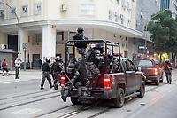 RIO DE JANEIRO, RJ, 28.04.2017 - GREVE-RJ- Manifestantes entram em confronto com a PM no centro do Rio de Janeiro nesta sexta-feira, 28. (Foto: Clever Felix/Brazil Photo Press/)