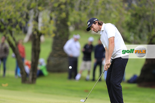 Aaron Baddeley (AUS) chips onto the 10th green during Saturday's rain delayed Round 2 of the 2017 Genesis Open held at The Riviera Country Club, Los Angeles, California, USA. 18th February 2017.<br /> Picture: Eoin Clarke | Golffile<br /> <br /> <br /> All photos usage must carry mandatory copyright credit (&copy; Golffile | Eoin Clarke)