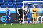 Diskussionen nach Video-Beweis kein Elfmeter: v.l.  Christoph Baumgartner (Hoffenheim), Schiedsrichter Tobias Welz, Munas Dabbur (Hoffenheim), Peter Gulacsi (Leipzig).<br /> <br /> Sport: Fussball: 1. Bundesliga: Saison 19/20: 31. Spieltag: TSG 1899 Hoffenheim - RB Leipzig, 12.06.2020<br /> <br /> Foto: Markus Gilliar/GES/POOL/PIX-Sportfotos
