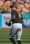 SF Giants' Hunter Pence takes the field in a spring training game against the Seattle Mariners in Peoria, Ariz., on Wednesday, March 16, 2016. <br />