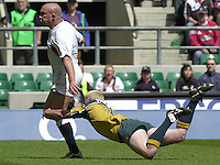 25/05/2002 (Saturday).Sport -Rugby Union - London Sevens.England vs Australia.Phil Greening tackled by Ben Petersen, greening runs on to score a try.[Mandatory Credit, Peter Spurier/ Intersport Images].