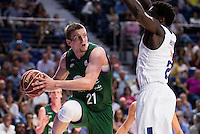 Real Madrid's player Othello Hunter and Unicaja Malaga's player Adam Waczynski during match of Liga Endesa at Barclaycard Center in Madrid. September 30, Spain. 2016. (ALTERPHOTOS/BorjaB.Hojas) /NORTEPHOTO