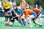 BLOEMENDAAL - Femke Verhoef (HGC) met keeper Diana Beemster (Bl'daal)  en rechts Pien Holleman (Bl'daal) , 2e play out wedstrijd tussen Bloemendaal-HGC dames (2-0). COPYRIGHT KOEN SUYK