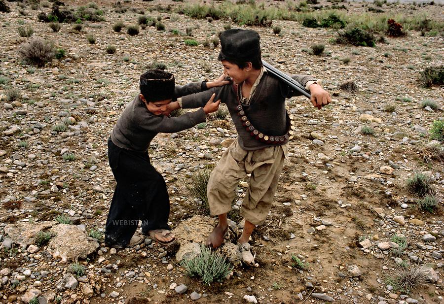 Pakistan. 1983. Pakistan. Afghan refugees, in the tribal zone of Khorom.<br /> <br /> Pakistan. 1983. Pakistan. Des r&eacute;fugi&eacute;s afghans, dans la zone tribale de Khorom.