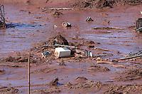 MARIANA, MG, 06.11.2015 - BARRAGEM-ROMPIMENTO - <br /> Estragos causados em Bento Rodrigues, distrito de Mariana (MG), atingido por dejetos de minera&ccedil;&atilde;o depois de rompimento de barragem da empresa Samarco. O distrito tem aproximadamente 600 moradores. Cerca de 500 pessoas j&aacute; sa&iacute;ram ou foram resgatadas do local. (Foto: Bruno Drumont/Brazil Photo Press)