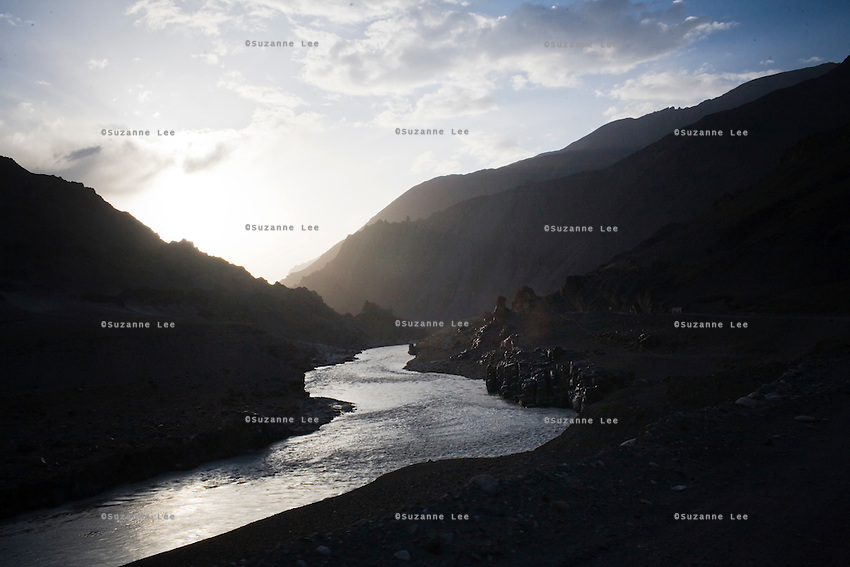 Dusk view of the upper Indus river. between Leh, Ladakh and Srinagar, Kashmir in the state of Jammu & Kashmir, India on 7th June 2009.  Photo by Suzanne Lee