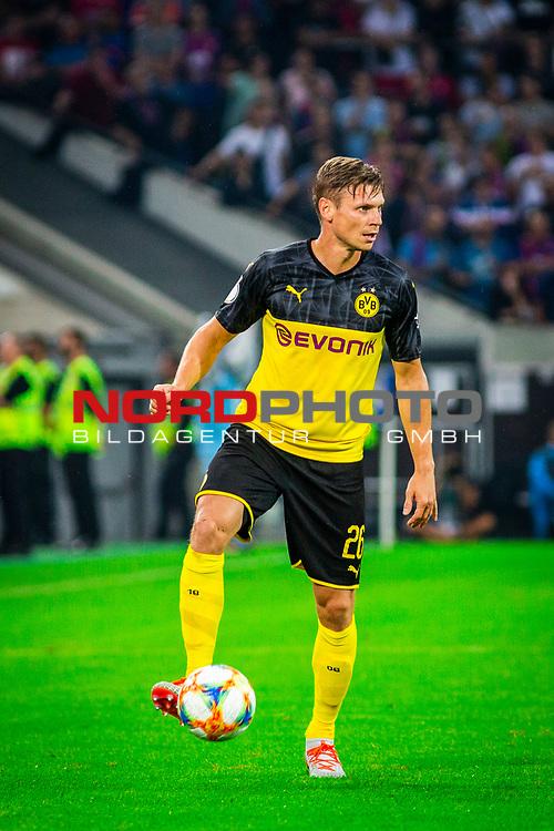 09.08.2019, Merkur Spiel-Arena, Düsseldorf, GER, DFB Pokal, 1. Hauptrunde, KFC Uerdingen vs Borussia Dortmund , DFB REGULATIONS PROHIBIT ANY USE OF PHOTOGRAPHS AS IMAGE SEQUENCES AND/OR QUASI-VIDEO<br /> <br /> im Bild | picture shows:<br /> Einzelaktion Lukasz Piszczek (Borussia Dortmund #26), <br /> <br /> Foto © nordphoto / Rauch