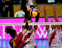 BOGOTÁ-COLOMBIA, 09-01-2020: Brenda Uribe y Maricarmen Guerrero de Perú, intentan un bloqueo al ataque de balón a Winderlys Medina de Venezuela, durante partido entre Perú y Venezuela, en el Preolímpico Suramericano de Voleibol, clasificatorio a los Juegos Olímpicos Tokio 2020, jugado en el Coliseo del Salitre en la ciudad de Bogotá del 7 al 9 de enero de 2020. / Brenda Uribe y Maricarmen Guerrero from Peru, trie to block the attack the ball to Winderlys Medina from Venezuela, from Venezuela, during a match between Venezuela and Peru, in the South American Volleyball Pre-Olympic Championship, qualifier for the Tokyo 2020 Olympic Games, played in the Colosseum El Salitre in Bogota city, from January 7 to 9, 2020. Photo: VizzorImage / Luis Ramírez / Staff.