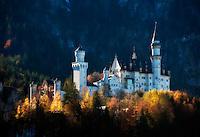 Germany, Bavaria, Swabia, East-Allgaeu, Schwangau near Fuessen: Castle Neuschwanstein | Deutschland, Bayern, Schwaben, Ost-Allgaeu, Schwangau bei Fuessen: Schloss Neuschwanstein
