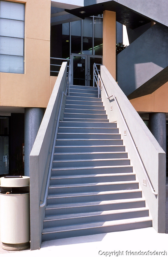 Frank Gehry: Loyola Law School. Narrowing staircase to main building.  Photo '86.