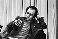 Valentino Parlato durante il congresso di unificazione del gruppo del Manifesto col PDUP, Partito di Unità Proletaria (Milano, 1974)