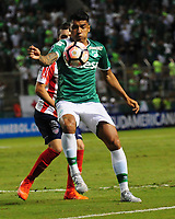 CALI - COLOMBIA - 13 - 07 - 2017: Jefferson Duque (Der.) jugador de Deportivo Cali de disputa el balon con Ruben Pico (Izq.) jugador de Atletico Junior, durante partido de ida de la segunda fase llave 2 entre Deportivo Cali de Colombia y Atletico Junior de Colombia, por la Copa Conmebol Suramericana en el estadio Deportivo Cali (Palmaseca) de la ciudad de Cali. / Jefferson Duque (R) player of Deportivo Cali vies for the ball with Ruben Pico (L) player of Atletico Junior, during a match for the first leg between Deportivo Cali of Colombia and Atletico Junior of Colombia, of the second phase key 2 for the Copa Conmebol Suramericana at the Deportivo Cali (Palmaseca) stadium in the city of Cali.  Photo: VizzorImage / Nelson Rios / Cont.
