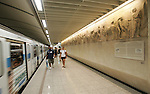 Olympia 2004 Athen Feature; Antike Ausstellung; Wandbilder aus dem Parthenon Tempel in der U-Bahnstarion Akropolis