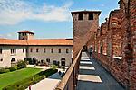Walking on the castle wall (Castelvecchio Museum)