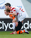 :: DUNDEE UTD'S JOHNNY RUSSELL AND HAMILTON'S DAVID ELEBERT GET CLOSE AND PERSONAL ::
