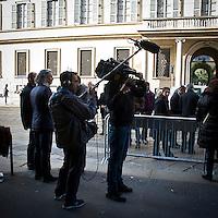 """""""Elezioni subito"""" manifestazione organizzata al teatro Manzoni da Giuliano Ferrara comntro il governo Monti"""