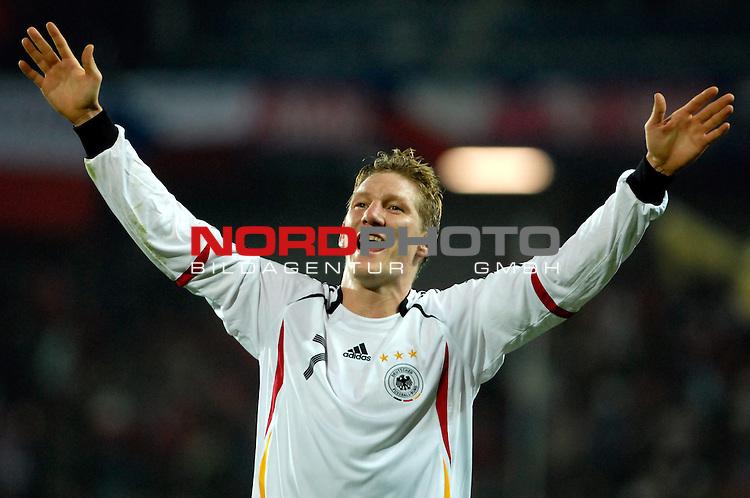 EM 06/07 Qualifikation Gruppe: D - <br /> Europameisterschafts-Endrunde<br /> <br /> Tschechien ( CZE ) - Deutschland ( GER ) 1 - 2<br /> <br /> Jubel nach dem Sieg:<br /> Bastian Schweinsteiger<br />  <br /> Foto :&copy; nph (nordphoto)  *** Local Caption ***