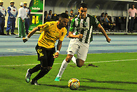 BARRANCABERMEJA -COLOMBIA, 01-07-2016.  Alex S. Castro (Izq) jugador de Alianza Petrolera disputa el balón con Felipe Aguilar (Der) de Atlético Nacional durante encuentro  por la fecha 1 de la Liga Aguila II 2016 disputado en el estadio Daniel Villa Zapata de la ciudad de Barrancabermeja./ Alex S. Castro (L) player of Alianza Petrolera fights for the ball with Felipe Aguilar (R) player of Atletico Nacional during match for the date 1 of the Aguila League II 2016 played at Daniel Villa Zapata stadium in Barrancebermeja city. Photo:VizzorImage / Jose Martinez / Cont