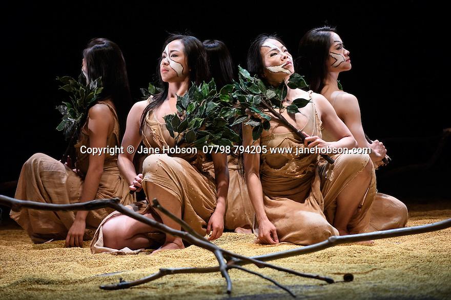 """London, UK. 04.05.2016. Cloud Gate Dance Theatre of Taiwan present """"Songs of the Wanderers"""", choreographed by Lin Hwai-min, at Sadler's Wells. The dancers are: Chen Lien-wei, Chen Tsung-chiao, Cheng Hsi-ling, Chou chen-yeh, Hou Tang-li, Huang Mei-ya, Kuo Tzu-wei,  Wong Lap-cheong, Yang I-chun, Yeh Yi-ping. Photograph © Jane Hobson."""