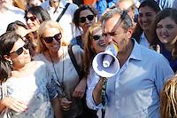 il Sindaco di Napolli Luigi De Magistris durante il flash mob Viva Napoli  a sostegno della sua candidatura nel ballotaggio elettorale per la riconferma