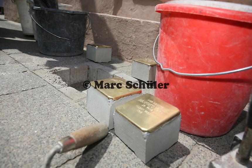 Stolpersteine für die Familie Kahn - Stolpersteinverlegung in Geinsheim