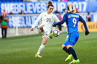 HARRISON, NJ, 04.03.2017 - FRANÇA-ALEMANHA - Le Sommer (D) da França disputa bola com Lina Magull Alemanha em  jogo valido pela segunda rodada da SheBelieves Cup no Red Bull Arena na cidade de Harrison nos Estados Unidos neste sábado , 04 (Foto: William Volcov/Brazil Photo Press)