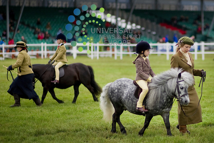 Competitors are put through their paces on the third day of the Royal Highland Show in Edinburgh , 23/06/2012. .Picture:Scott Taylor Universal News And Sport (Europe) .All pictures must be credited to www.universalnewsandsport.com. (Office)0844 884 51 22.
