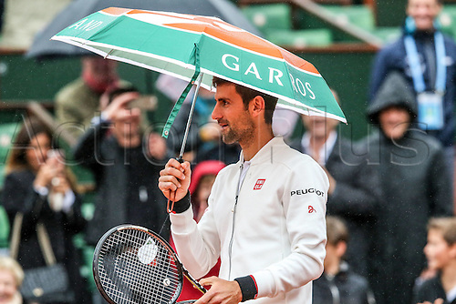 31.05.2016. Roland Garros, Paris, France. French Open tennis tournament. Serbian Novak Djokovic takes shelter during  his rain delayed match against Roberto Bautista Agut