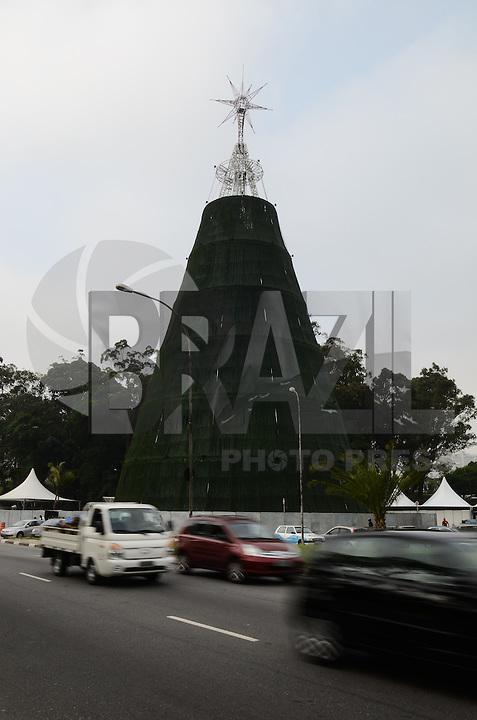 SAO PAULO, SP, 04 DE DEZEMBRO DE 2012 - ARVORE DE NATAL IBIRAPUERA - Arvore de Natal do Parque do Ibirapuera e vista na tarde desta terca feira, regiao sul da capital, nesta terca feira, 04. FOTO: ALEXANDRE MOREIRA - BRAZIL PHOTO PRESS