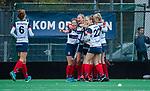 HUIZEN - Hockey - Huizen heeft gescoord en vieren dit.  . Hoofdklasse hockey competitie, Huizen-Bloemendaal (2-1) . COPYRIGHT KOEN SUYK