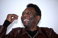 SAO PAULO, SP, 18 DE AGOSTO DE 2012. PELE NA BIENAL DO LIVRO.  O ex jogador de futebol  Pelé durante visita a 22 Bienal do Livro de Sao Paulo para o relançamento do gibi do Pelezinho,  na tarde deste sabado no Pavilhão do Anhembi. FOTO ADRIANA SPACA -BRAZIL PHOTO PRESS